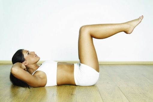 Комплекс упражнений для похудения - подъемы ног
