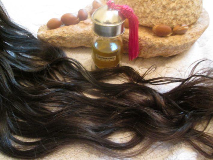 касторовое масло наносить на сухие или влажные волосы