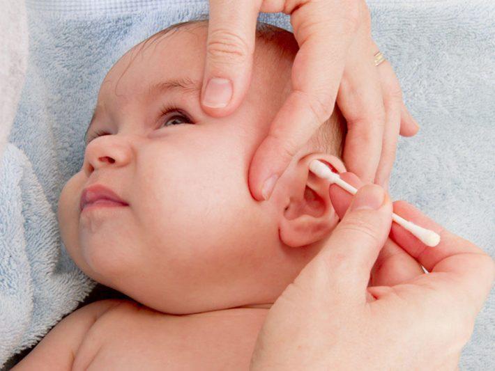 Вазелиновое масло для новорожденных: как применять в носик, уши, при запорах, от опрелостей, для массажа, нужно ли стерилизовать, противопоказания, отзывы
