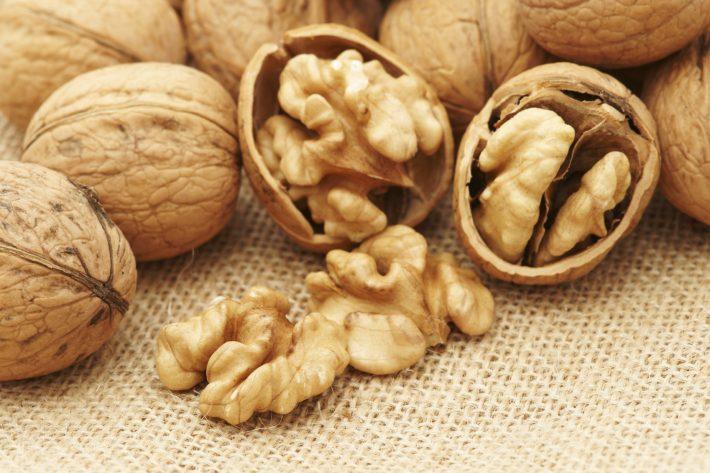 Масло грецкого ореха - полезные свойства и противопоказания применение для волос лица в косметологии для похудения видео