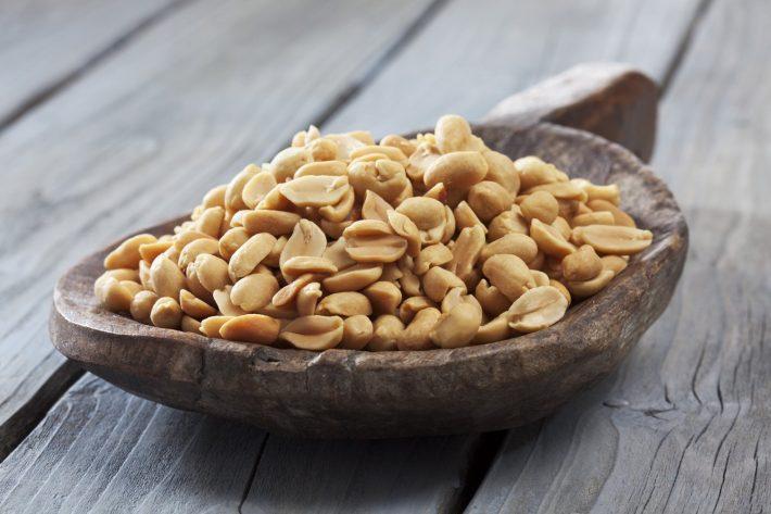 как быстро очистить арахис от шелухи