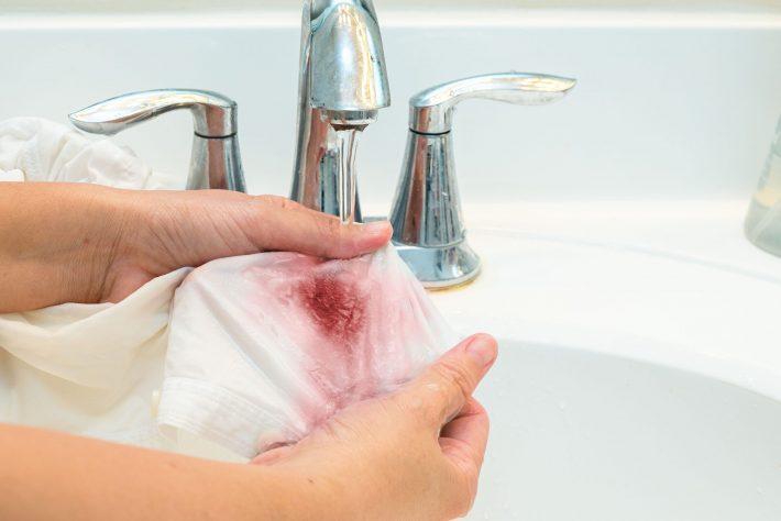 как отстирать кровь с одежды