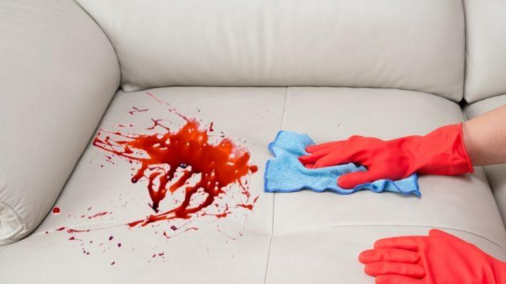 как вывести кровь с дивана