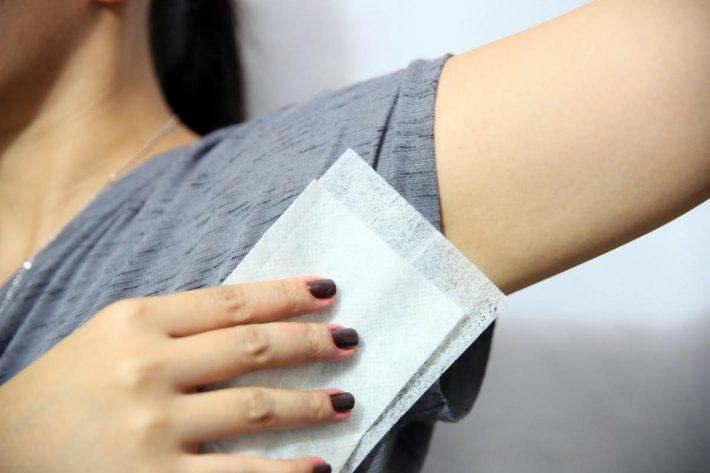 как отстирать пятна от дезодоранта подмышками